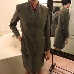 Olive 2-pc jacket/skirt Jones New York Suit